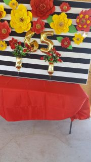 centerpiece does not include only tablecloth flowers and the back side white with black