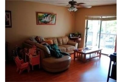 3 bedrooms Apartment - VERY WELL KEPT SPACIOUS UNIT OFFERING LAMINATED WOOD FLOORS THROUGHOUT.