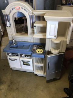 Used Little Tikes play kitchen (with working kitchen sounds)
