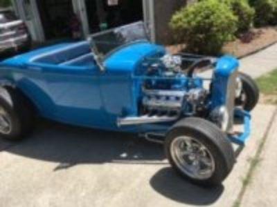 '32 Hi-Boy Roadster with 330 Hemi