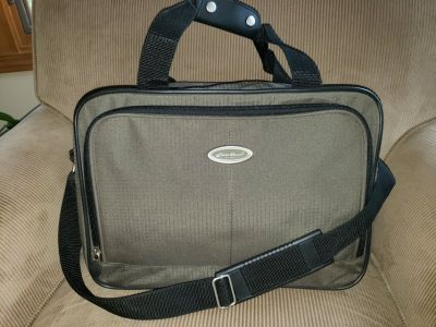 NEW Eddie Bauer Messenger Laptop Crossbody Bag