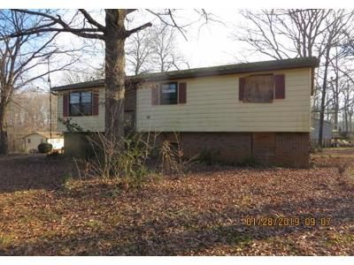 3 Bed 1 Bath Foreclosure Property in Conover, NC 28613 - 8th Ave SW