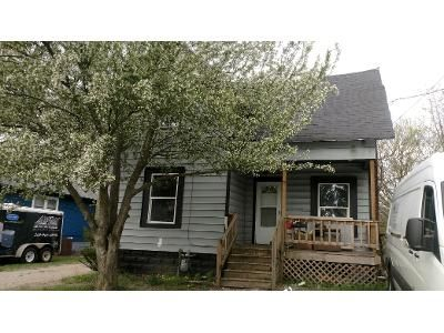 2 Bed 1 Bath Foreclosure Property in Three Rivers, MI 49093 - Middle St