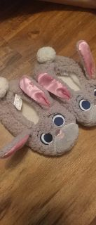 Girl bunny slippers small/fits size 11
