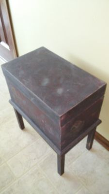 Cute side chest table