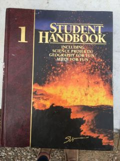 2005 Southwestern Student Handbook Volume 1,2,3 and Human Anatomy and Physiology Seventh Addition
