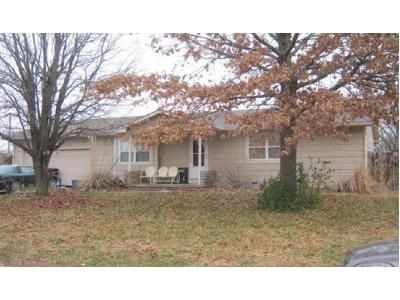 2 Bed 2 Bath Foreclosure Property in Augusta, KS 67010 - West St