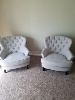 Large sitting chairs light grey newer