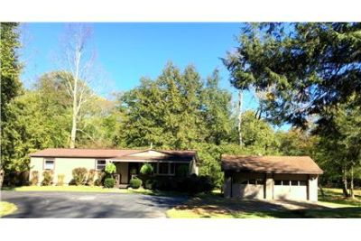 Simply Gorgeous Home so Close to Town
