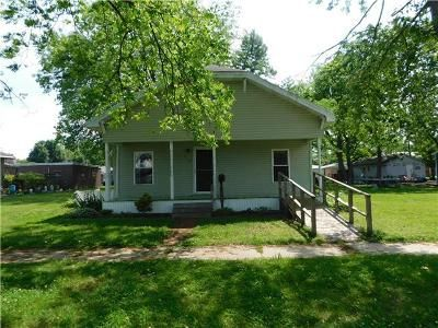 2 Bed 2 Bath Foreclosure Property in Chaffee, MO 63740 - W Davidson Ave