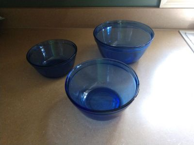 Anchor Hocking 3 blue glass bowl set oven and microwave safe