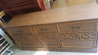 9 Drawer Dresser w/2 Attachable Mirrors *REDUCED*