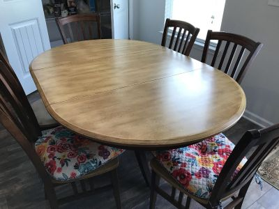Good quality dining room table