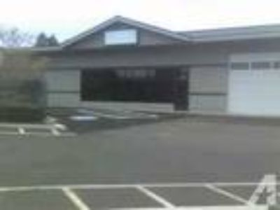 2240ft - Nice Flexible Space w/ Room For Retail/ Showroom/ Ware