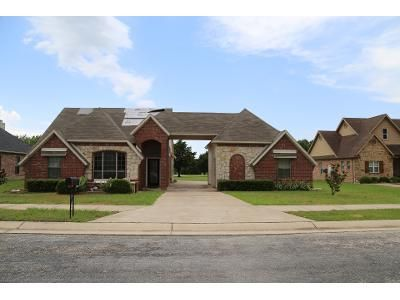 4 Bed 2 Bath Preforeclosure Property in Pilot Point, TX 76258 - High Point Dr