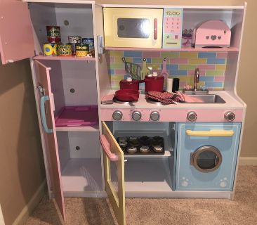Kidkraft Pretend Kitchen with Lots of Extras