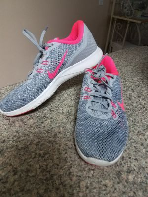 7.5 NIKE SHOES WORN ONCE, EXCELLENT CONDITION, SMOKE FREE HOUSE