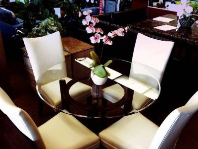 CHARRELL DINETTE SET W/ WHITE CHAIRS
