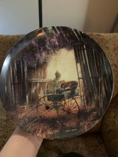 Brand new Beautiful decor plate with stand