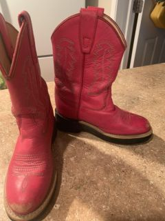 Leather pink boots size 8.5 asking $10