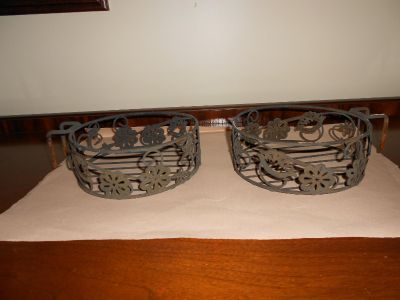Set of 2 metal hanging plant holders
