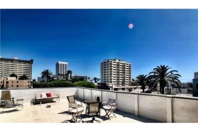 2 bedrooms Apartment - Rare opportunity to spend the summer 2 blocks from the beach in this. Will Co