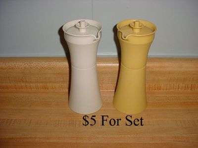 Vintage Tupperware Hourglass Oil & Vinegar Salad Dressing Cruet Set With Push-Button Lids. Could Also Be Used For Syrup (New Condition). $5