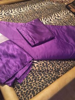 Purple queen comforter with pillow shams & bed ruffle.