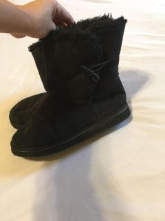 Size 9/10 Black Ugg-style boots