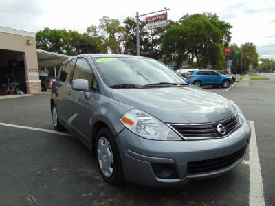 2010 Nissan Versa 1.8 SL (GREY)