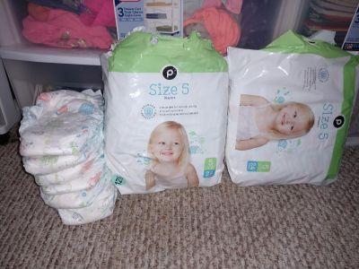 Over 50 Publix brand diapers
