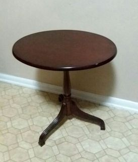 BOMBAY/SIDE TABLE..........PICK UP IN CENTER POINT