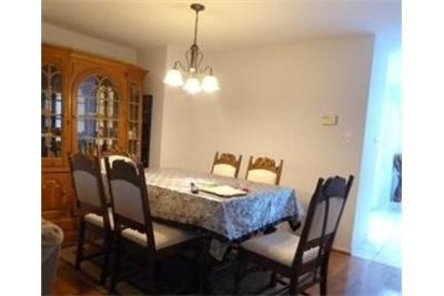 3 bedrooms Apartment - 4 level END unit TH for rent.