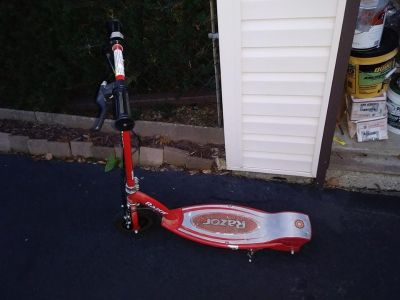 Working Razor E100 Scooters with charger