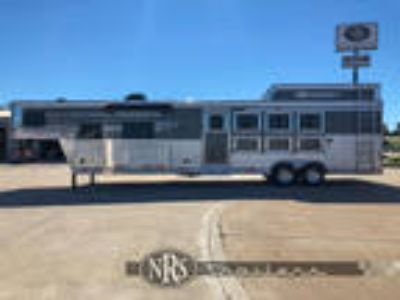 4 Horse Side Load 13 Living Quarters Trailer with Slide OutSMC