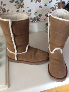 American eagle boots $8.00 ( size 9 )