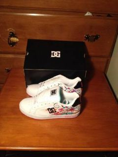 Womens DC shoes size 7