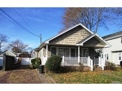 3 Bed 1 Bath Foreclosure Property in Farmingdale, NY 11735 - Wall St