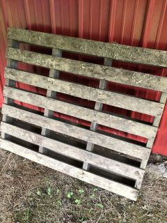 Full size wooden pallets