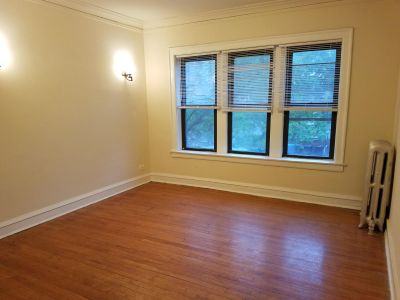 Big and Bright 2 bed with NEW Appliances, Hardwood floors, Heat Included!