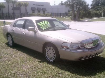 2005 Lincoln Town Car Signature (Gold)