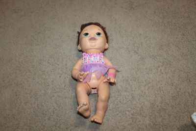 Hasbro doll, needs cleaned, not sure if it works