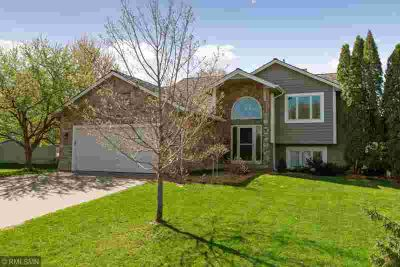 13397 91st Place N MAPLE GROVE Three BR, Newly remodeled kitchen: