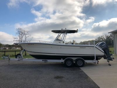 2003 Pursuit 2670 Cuddy/ Center Console