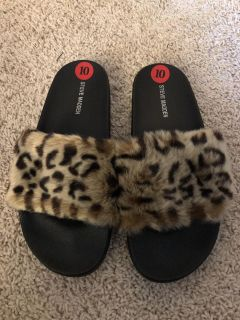 NEW WITH TAGS Steve Madden Furry Flip Flops *Size 10 but run smaller like a 9 or 9 1/2*