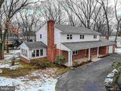 12 Moreland Dr Delran, Welcome to 12 Moreland Drive!