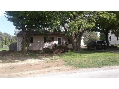3 Bed 1.0 Bath Preforeclosure Property in Fort Wayne, IN 46819 - Winchester Rd