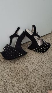 Spiked Gravity Wedges