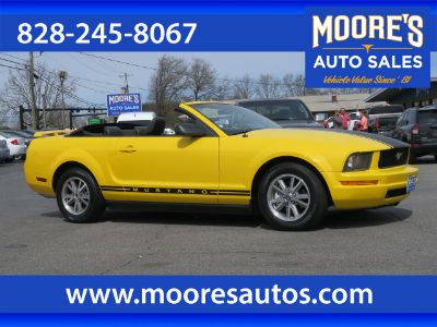 2005 Ford Mustang V6 Deluxe (Yellow)
