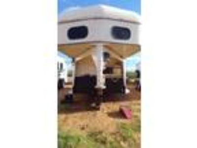 2001 gooseneck 4 horse trailer with custom living quarters